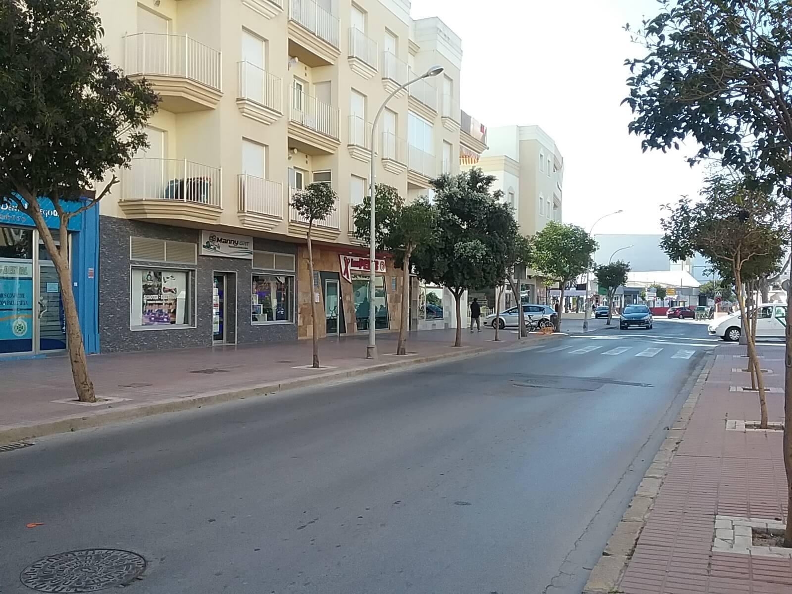 Local avenida san fernando marta castellano inmobiliaria en rota alquiler y venta de pisos - Inmobiliaria san fernando pisos de bancos ...